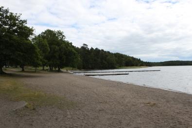 Stranden vid Kallhällsbadet